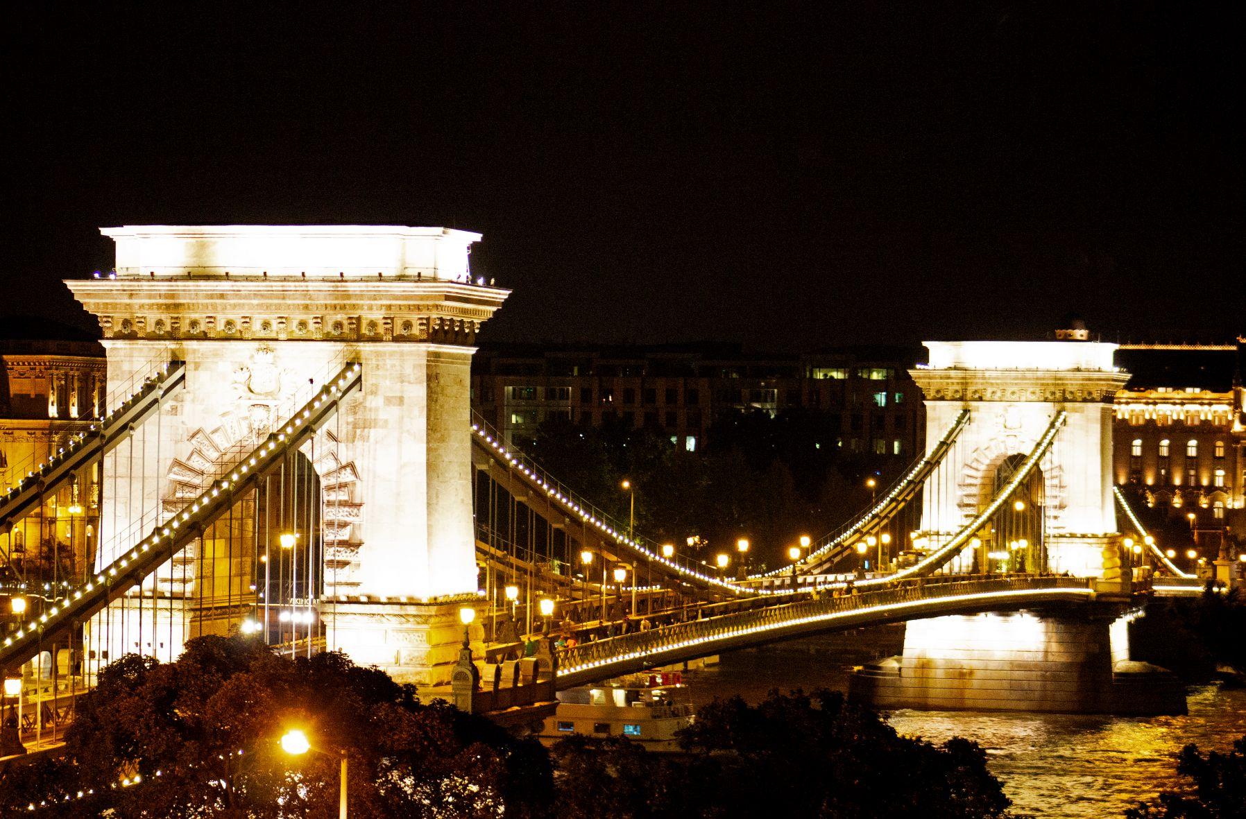 Kettenbrücke Budapest bei Nacht