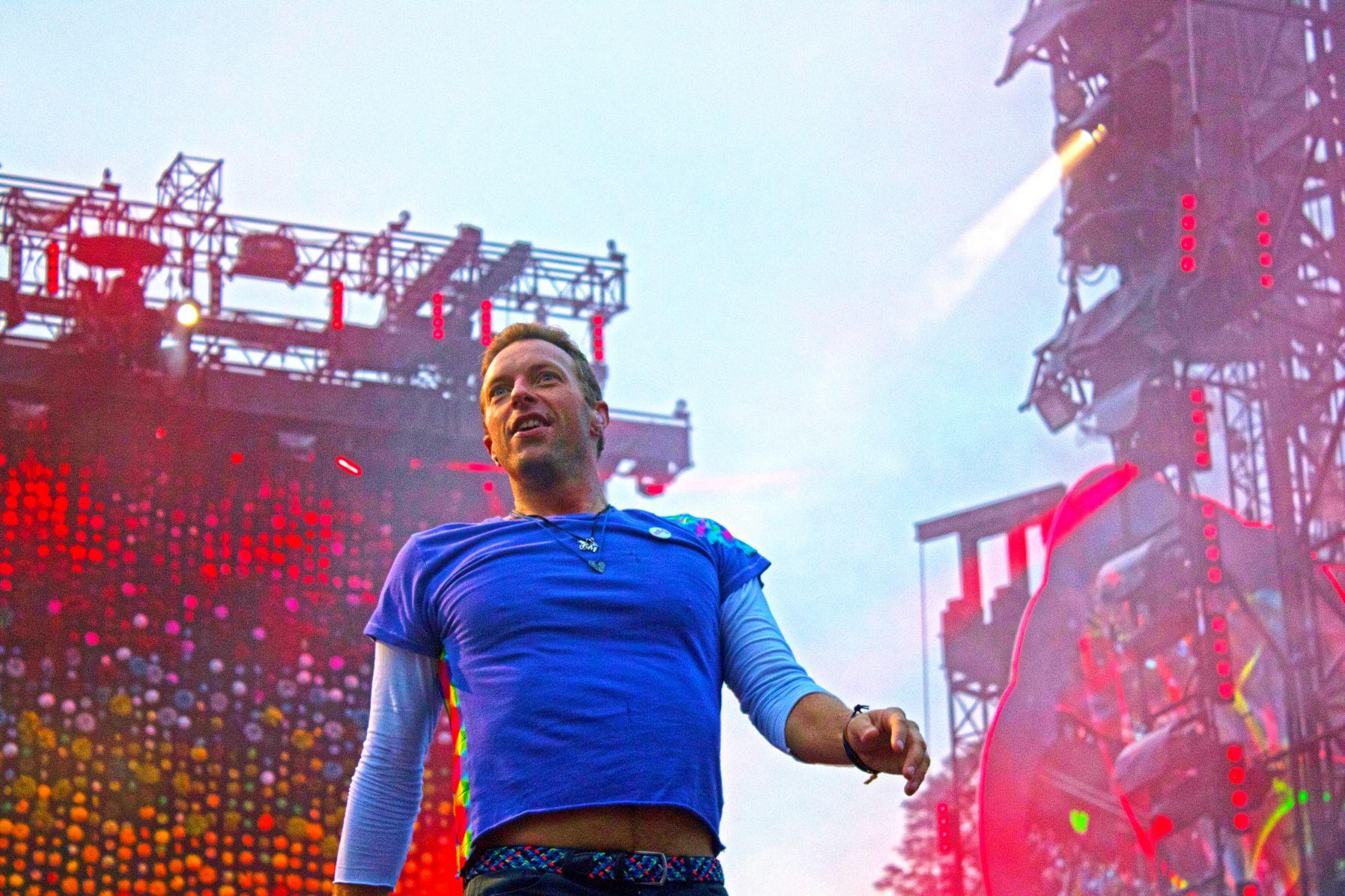 Chris Martin von Coldplay bei einem Konzert im Olympiastadion München