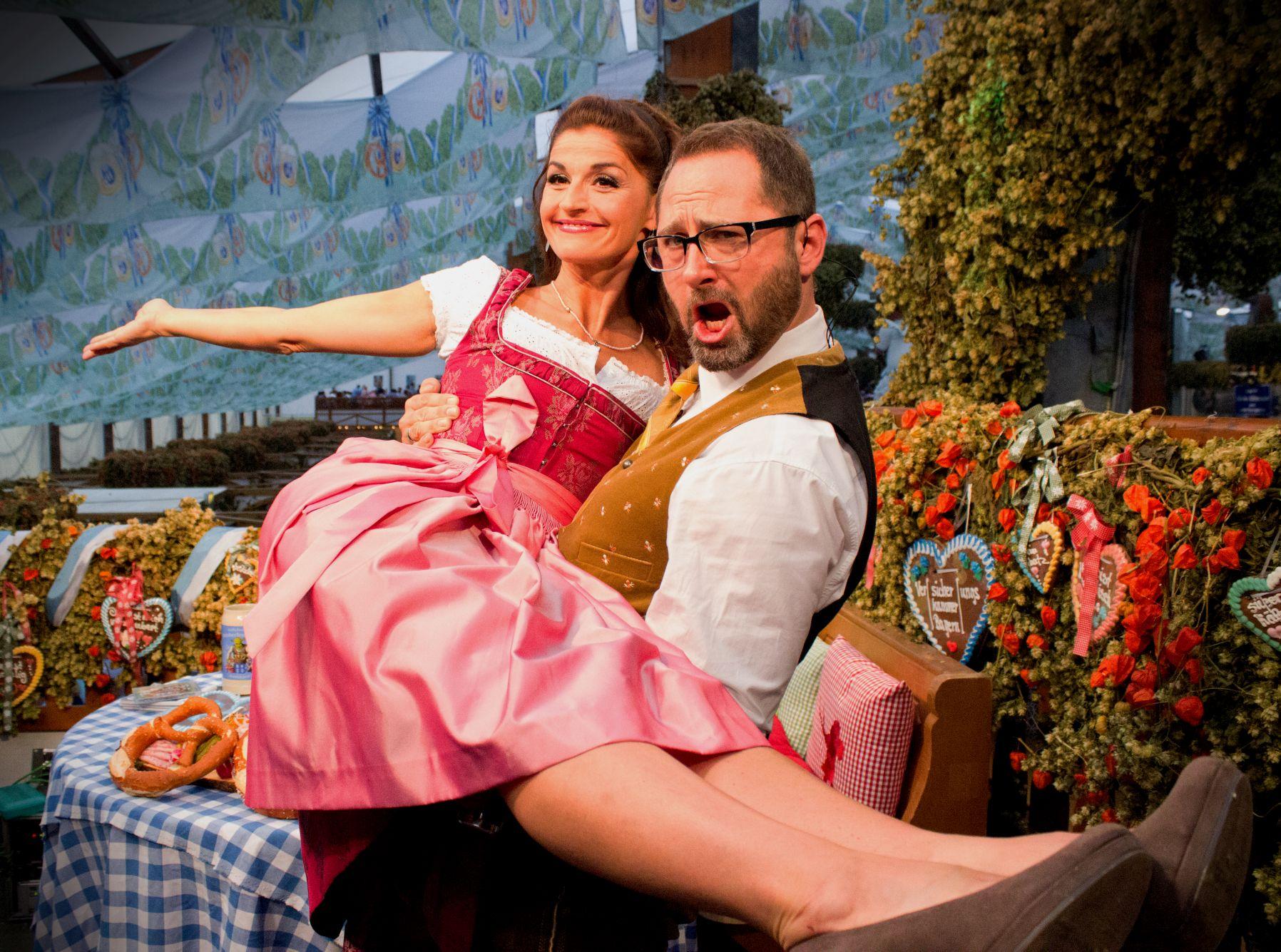 Potrait von Marion Schieder und Alex Onken auf dem Oktoberfest München