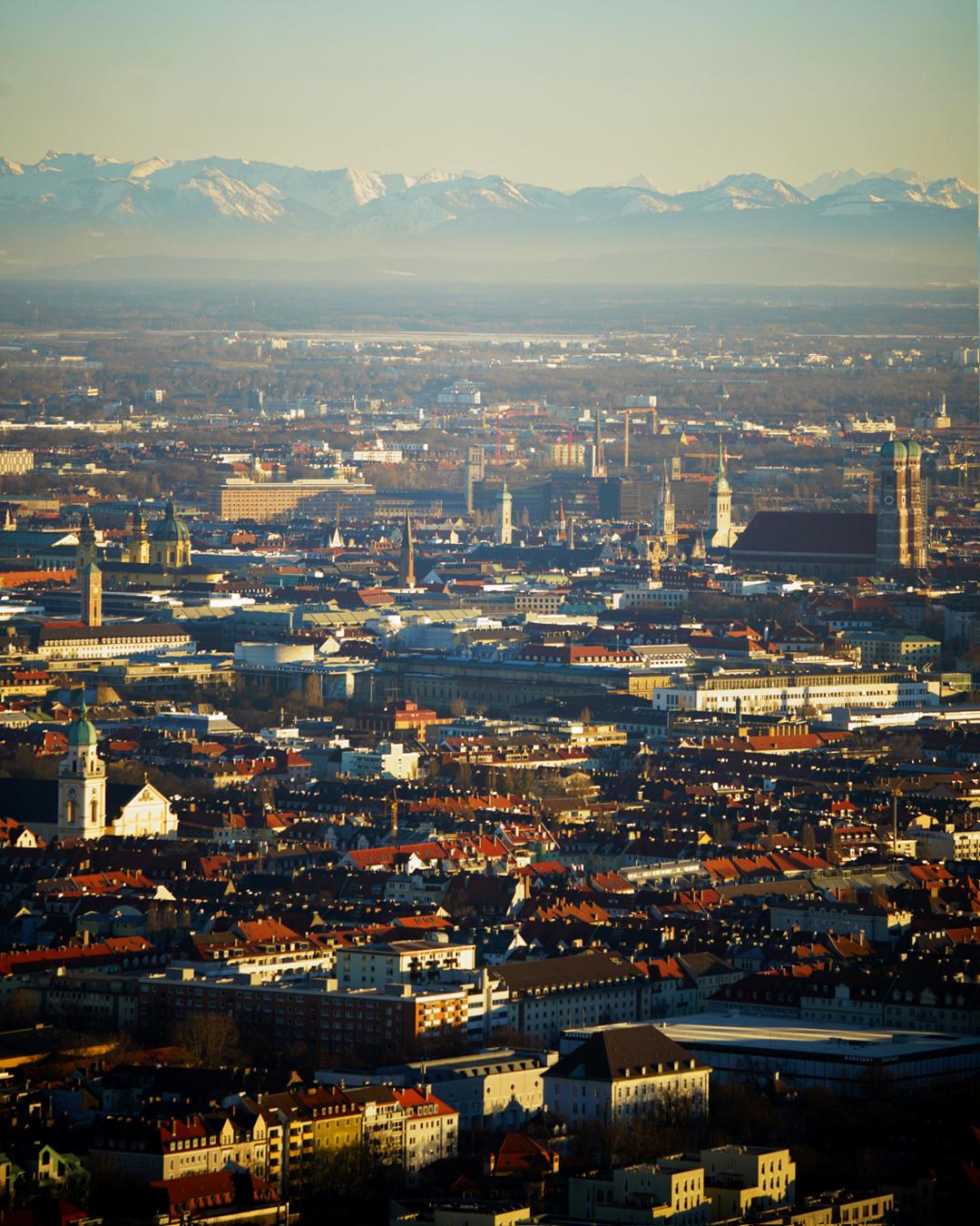 München bei Föhn mit Alpenblick bei Föhnwetter